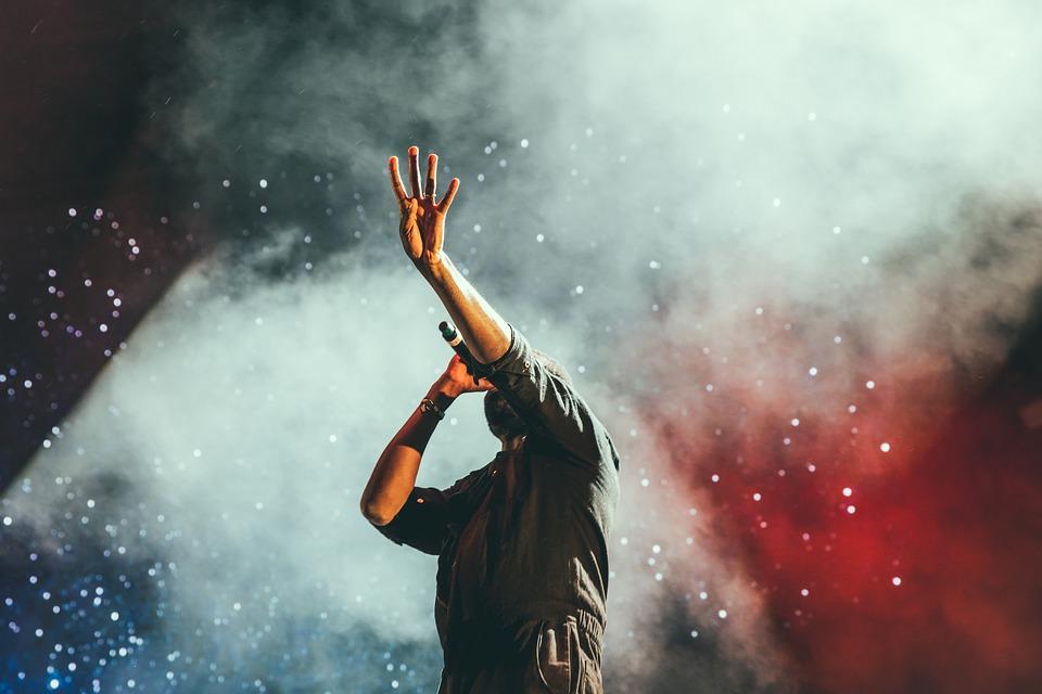 コンサート, 歌手, 歌, ステージ, ライト, スポット ライト, 音楽, バンド, 煙, 人
