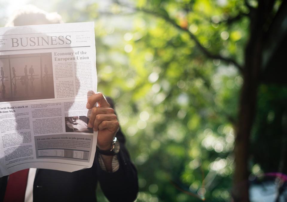 人, 実業家, 手, 手首, 時計, 時間, 読書, 新聞