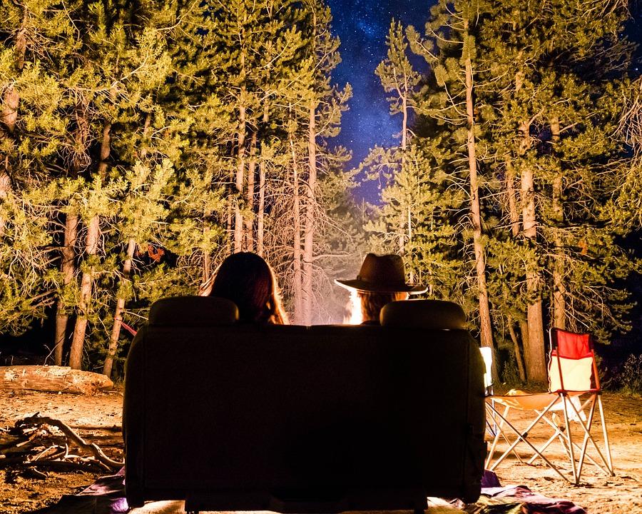 人, お友達と, 日付, 泊, たき火, ソファ, 緑, 木, 植物, 自然, キャンプ, 旅行, 茶色の夜
