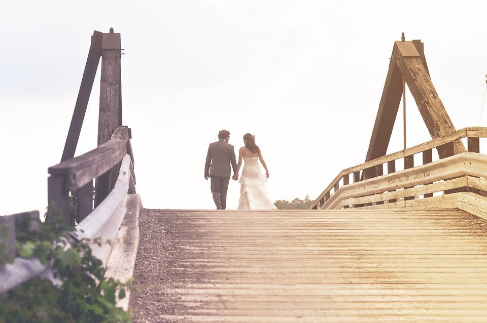 人, 男, 女性, 花嫁, 新郎, 結婚式, カップル, 愛, 所蔵の手, 徒歩