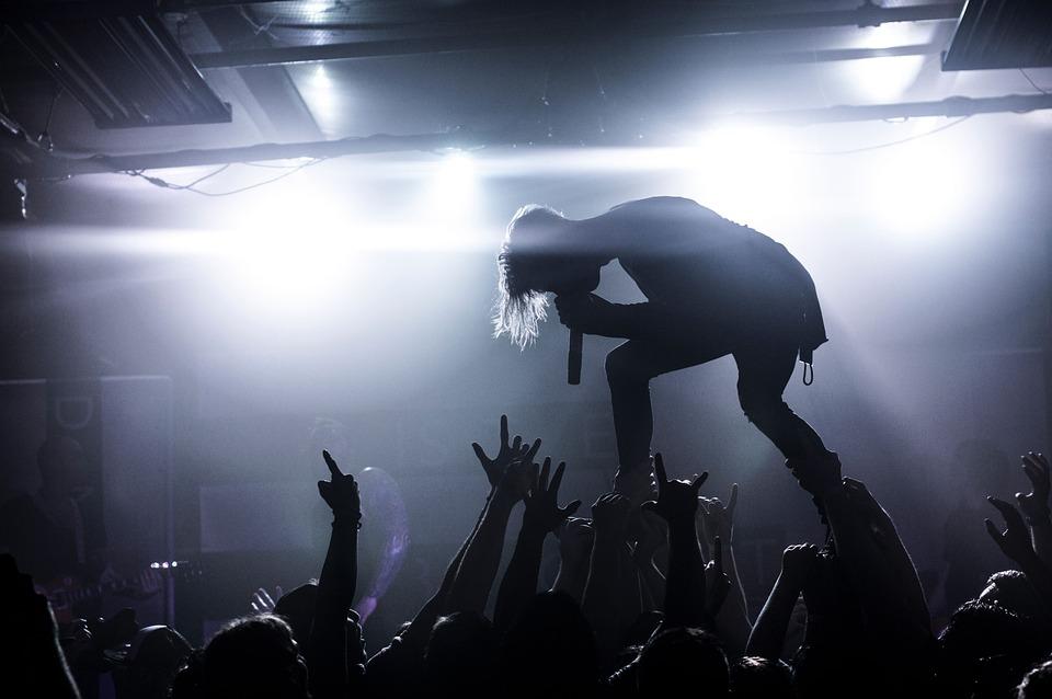 人, 男, 歌, 歌手, 石, コンサート, 泊, パフォーマンス, 群衆, 手, ライト, 青泊, 群青