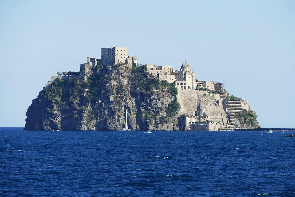 السياحة في جزيرة إسكيا، إيطاليا