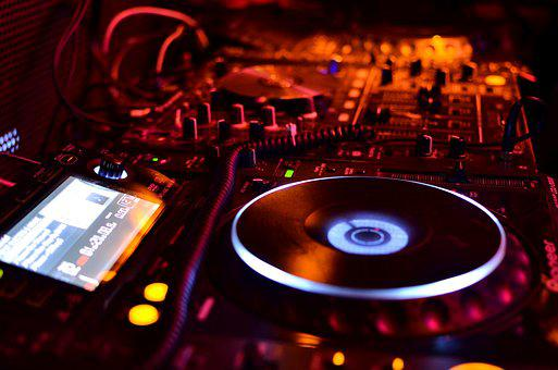 Dj free pictures on pixabay for Play house music