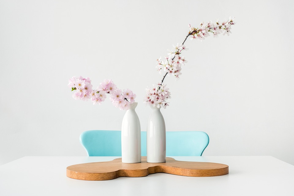 Charmant Flower Vase Table Chair Indoor Design