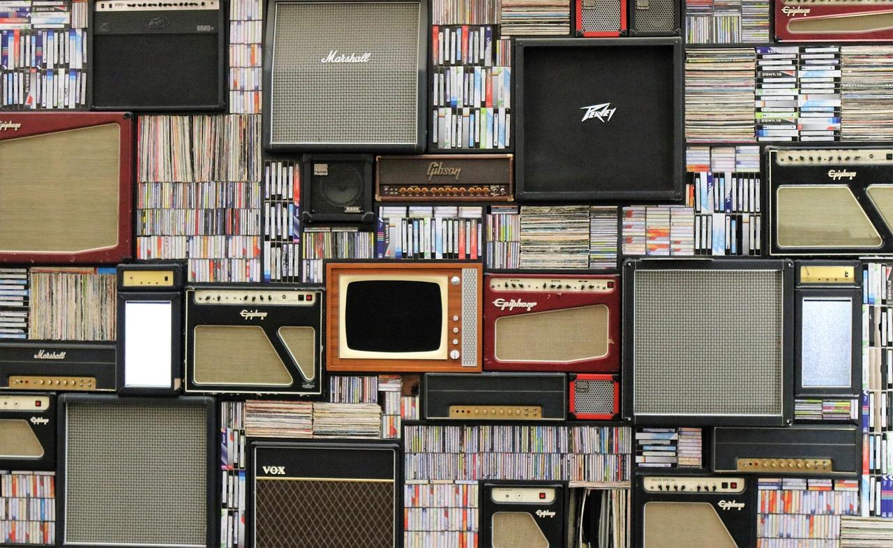 Nice bookshelf with speakers