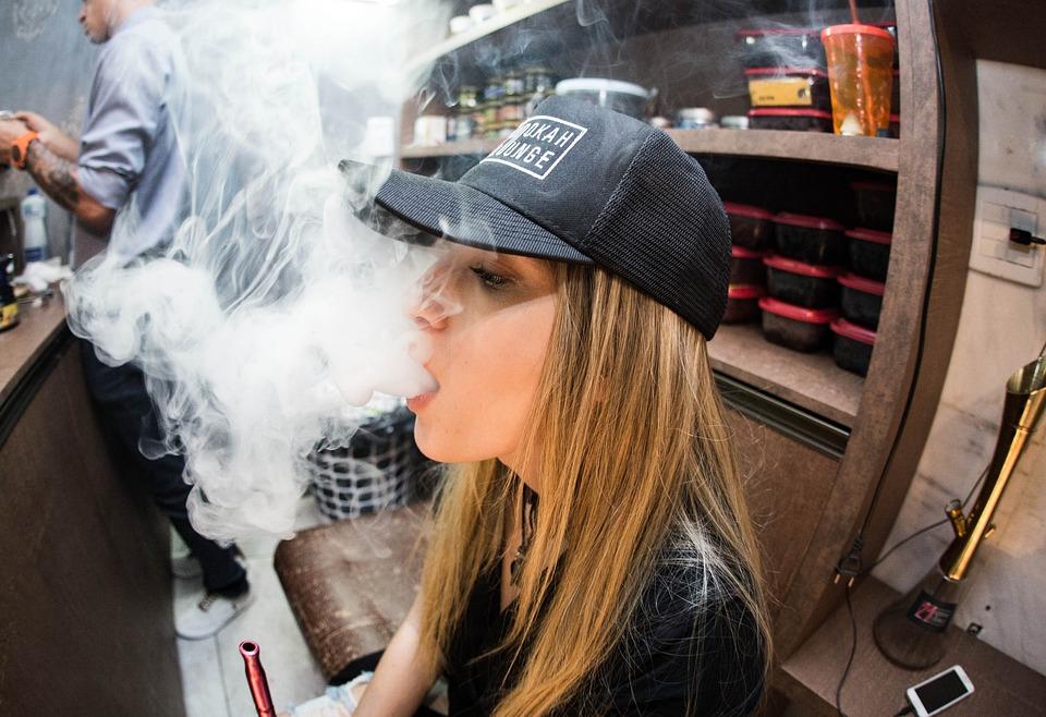dáma kouření