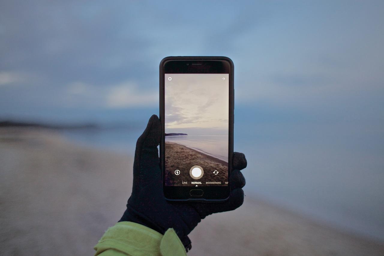 почему фотографируешь на телефон а они черные эскортниц непосредственная