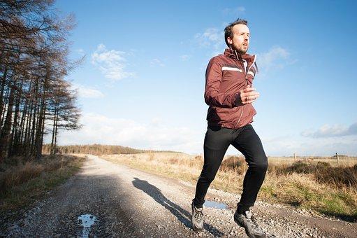 人, 男, 運動, ジョギング, スポーツ, 実行, 道路, 緑, 草, 木