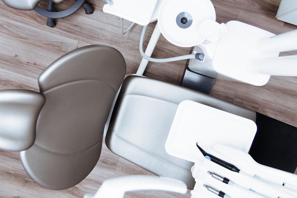 Стоматолог-ортодонт: кто это такой, какие заболевания лечит и когда нужно обращаться к врачу