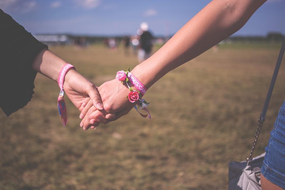 Terapia de casal em Porto Alegre, Mulheres de mãos dadas
