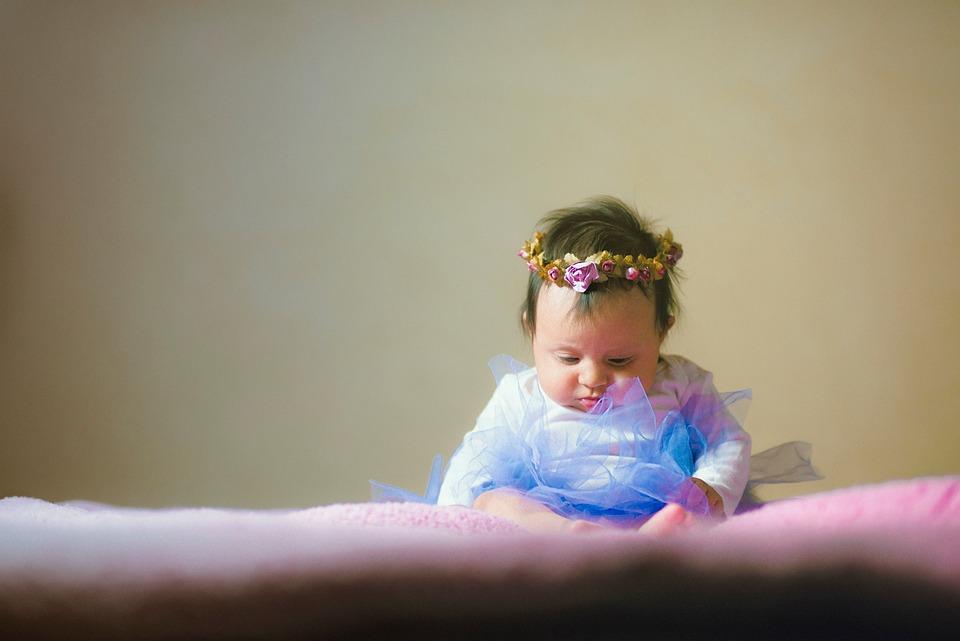 Бебе, Хлапе, Дете, Момиче, Малко Дете, Цвете, Легло