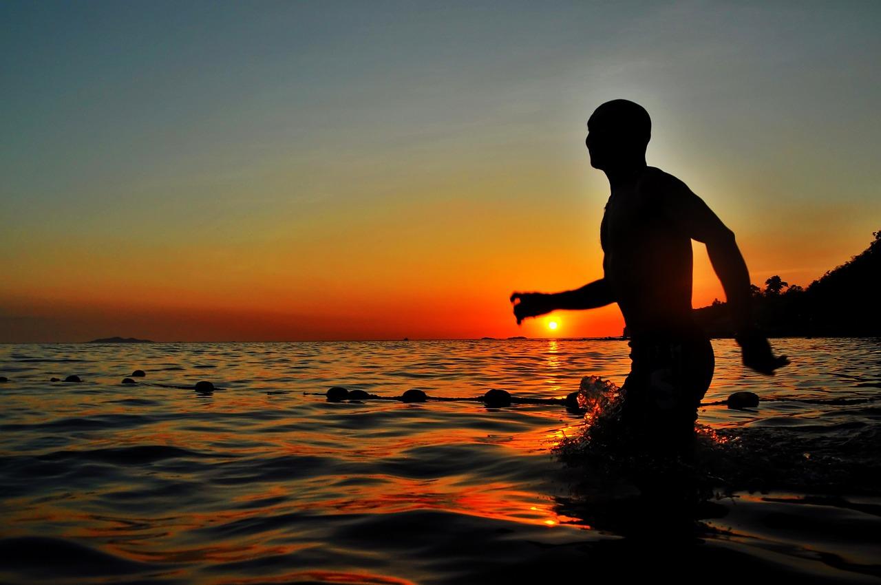 облицовочного фото море с силуэтом человека ажурный берет