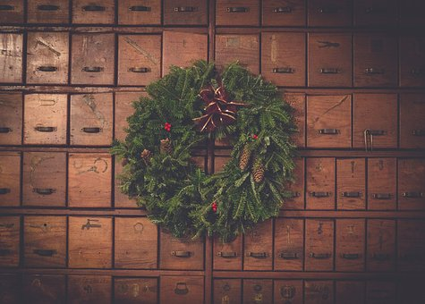 Brown, Wooden, Box, Green, Wreath