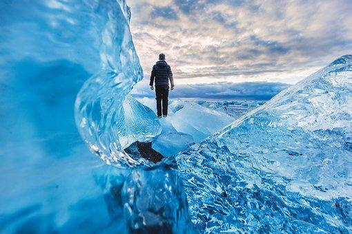 Modrá, Ledovec, Lidé, Člověk, Sám
