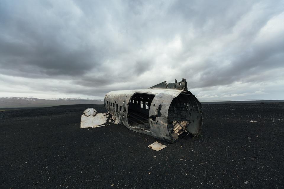 山, 黑暗, 多云, 天空, 金属, 钢, 坠毁, 飞机, 蓝色飞机, 蓝色的金属