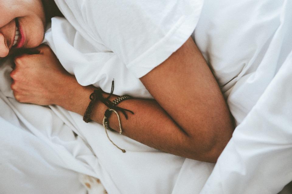 Mensen, Bed, Slapen, Bladen, Slaapkamer, Arm, Armband