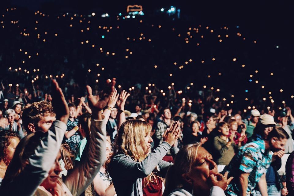 人, 群衆, 手, 拍手, 祝賀会, コンサート, 祝賀, ライト, 幸せ, 楽しい, スタジアム