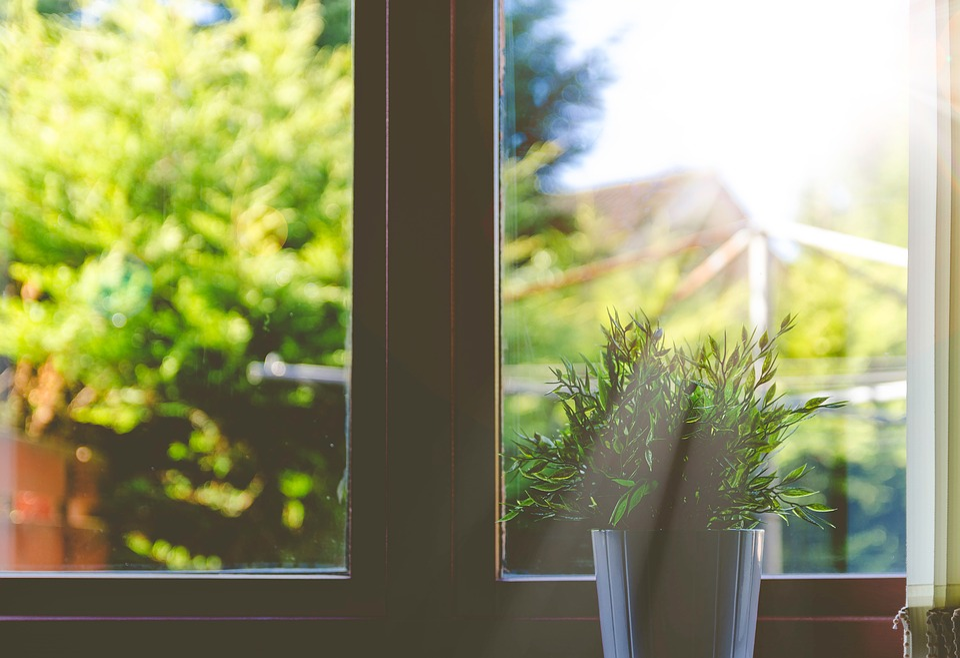 Markiza do okien pionowych to ochorna przed upałem, ale nie światłem
