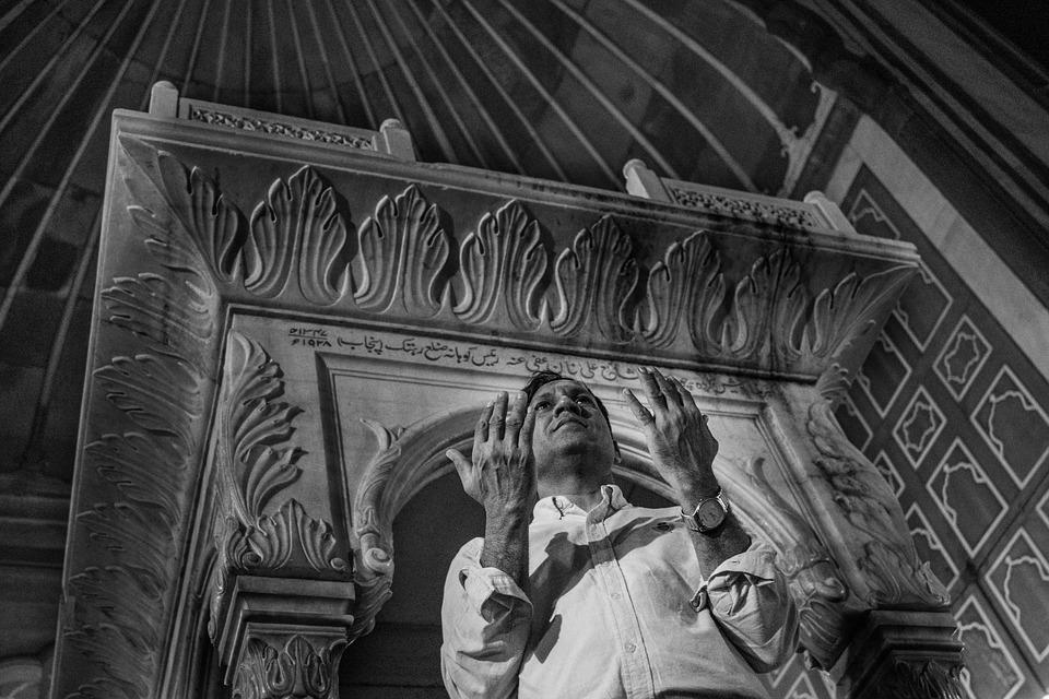 100+ Gambar Abstrak Orang Berdoa Terlihat Keren