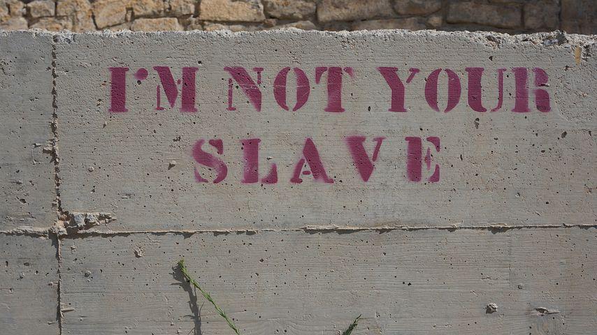 Sklave, Mauer, Spruch, Graffiti, Ibiza