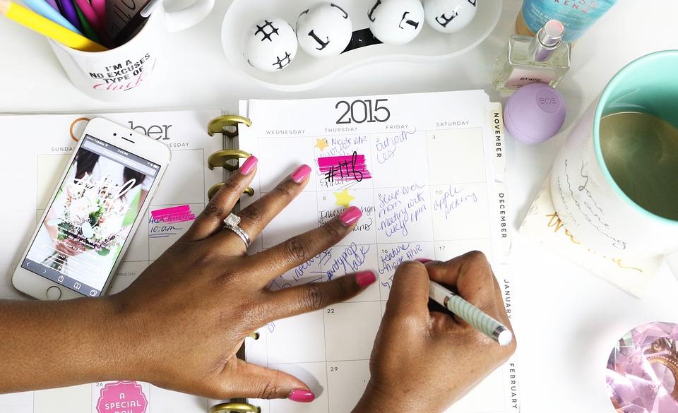 Kalendarz, porządek obrad, terminarz, spotkanie, wydarzenie, ręce