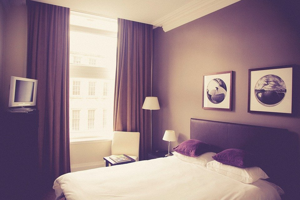 hotel room bed pillows frames decor furniture - Violet Hotel Decor