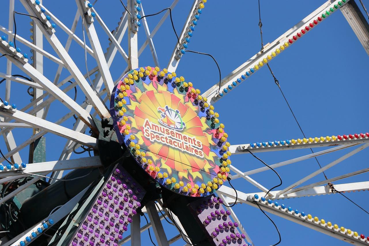 Ярмарочное колесо с лентами картинки представитель