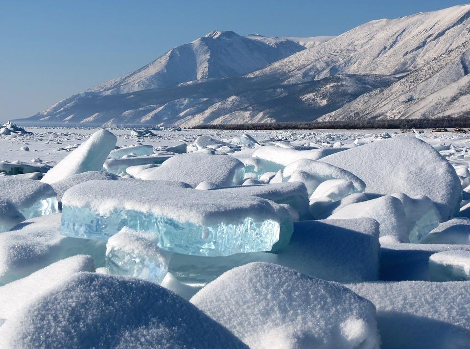 Lac Baikal et banquise