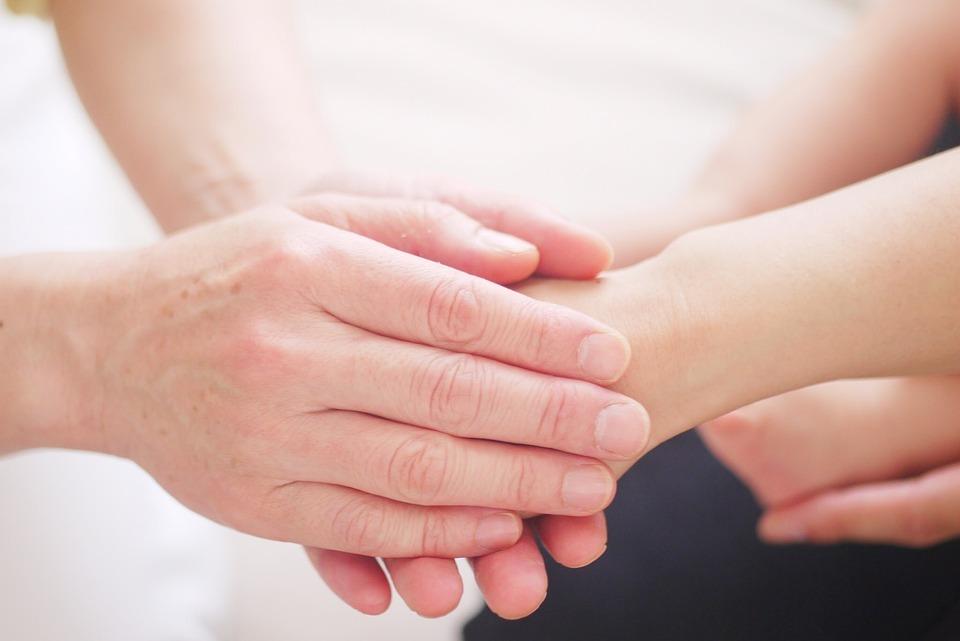 手, お母さん, 握る, パワー, エネルギー, ヒーリング, エンパワー