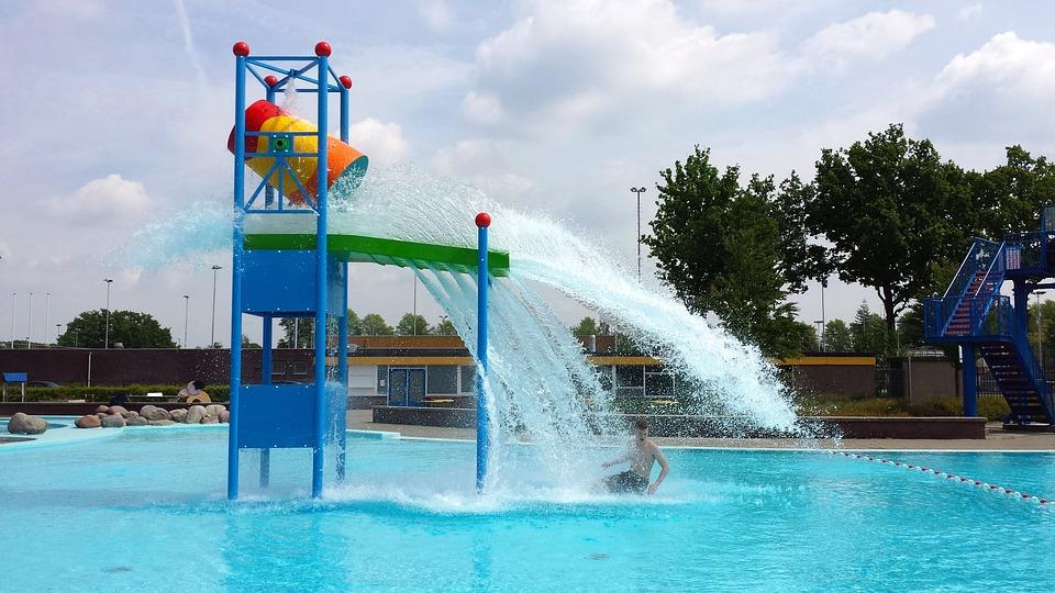 Schwimmbad Wasserspaß Sommer Kostenloses Foto Auf Pixabay