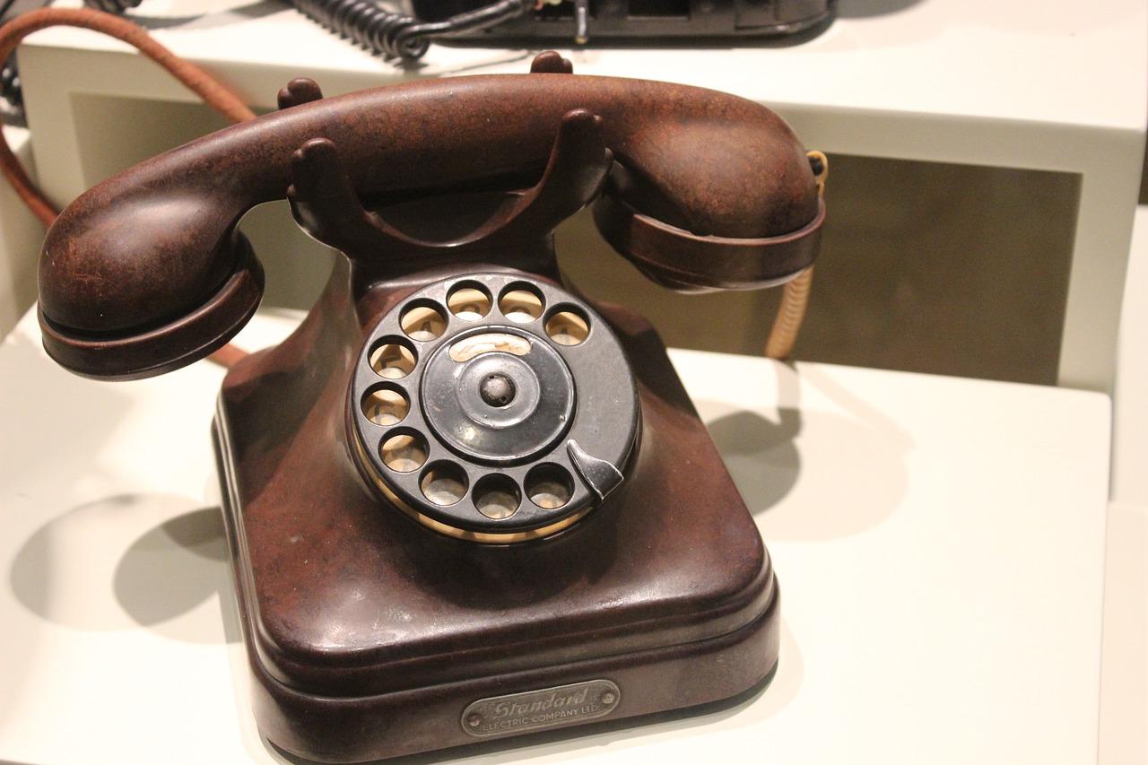 шаговой доступности фото старого телефона небольшой