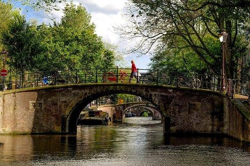 Curiosidades de Ámsterdam, Puentes, Canales