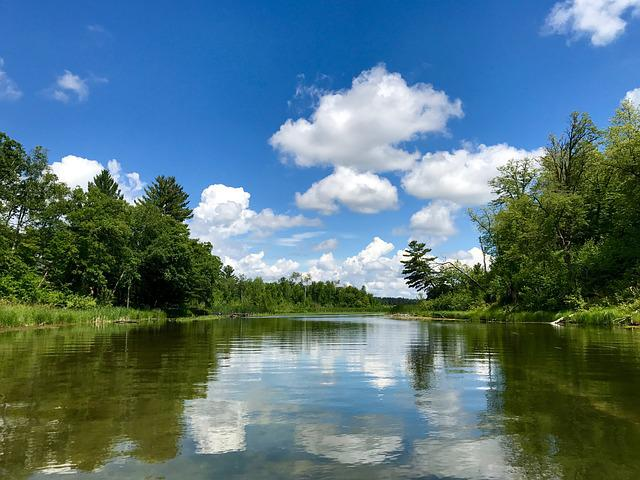 Danau Singkarak merupakan salah satu danau terdalam di Indonesia