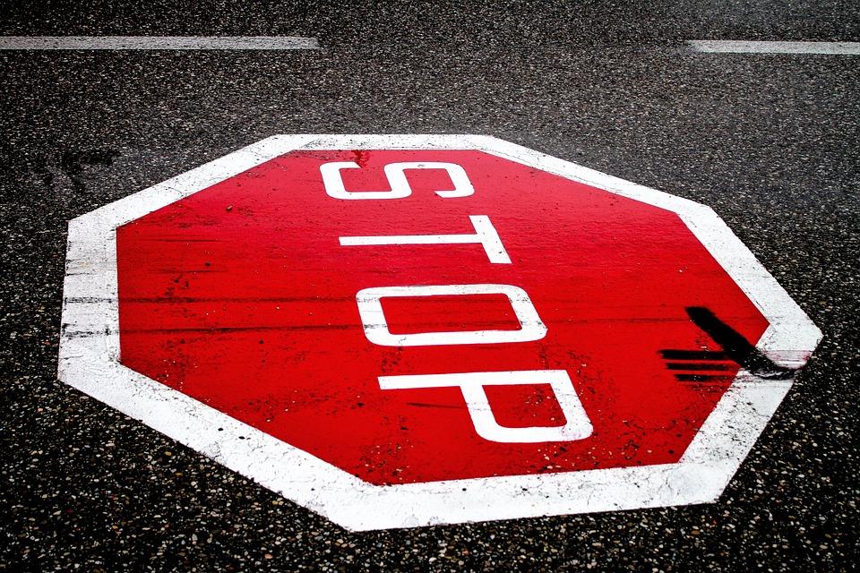 Stop, Strasse, Verkehrszeichen, Gefährliche Kreuzung