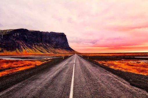 2018年5月1日発 日本語ガイドと廻るアイスランドの名所 氷の洞窟・ブルーラグーン・黄金の滝・ゲイシール地熱帯4日間 アイスランド, 空, 雲, 日没, 山, 道路, 高速道路, 旅行, 風景