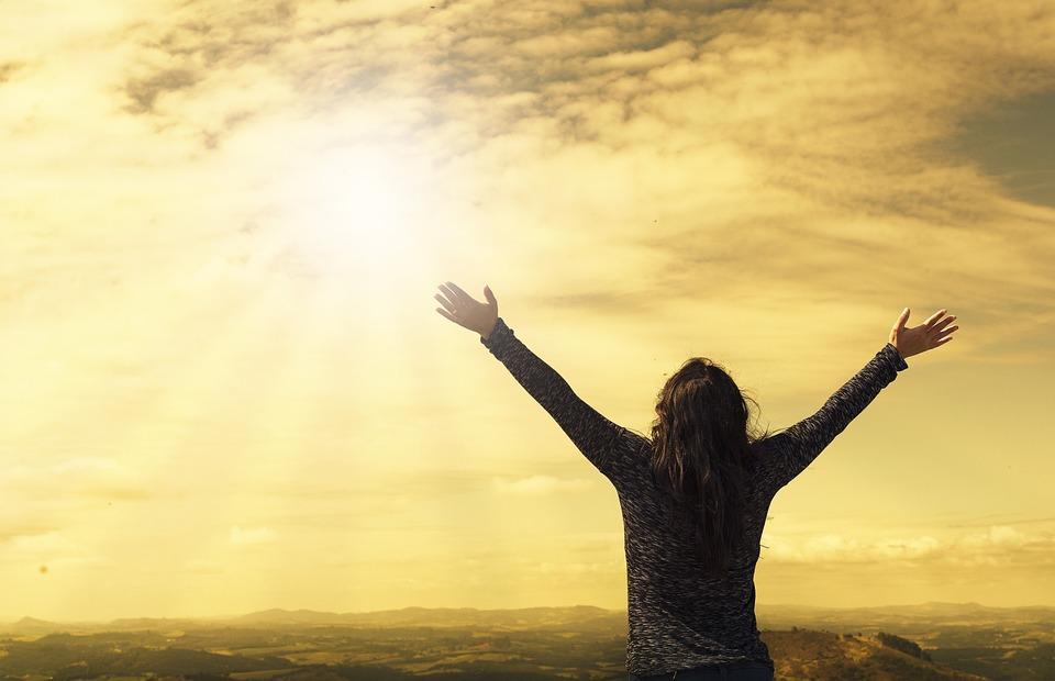 Vrouw, Lucht, Zonlicht, Armen, Open Armen, Zonnestralen