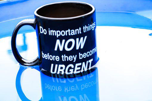 A dark blue cup on a desk with cup carrying words Do Important things... for 301 inspirational and motivational quotes