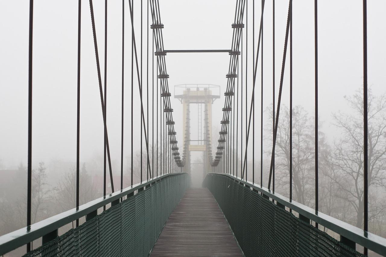 вообще смысл моста на картинке вместе другими боевиками