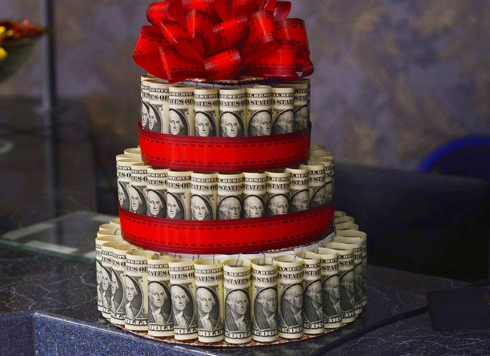 Как оригинально и креативно подарить деньги на день рождения мужчине