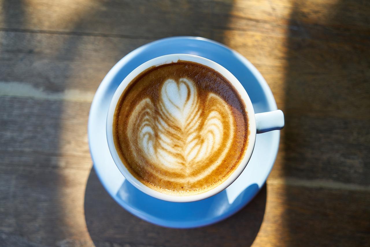 Днем рождения, открытки большая кружка кофе