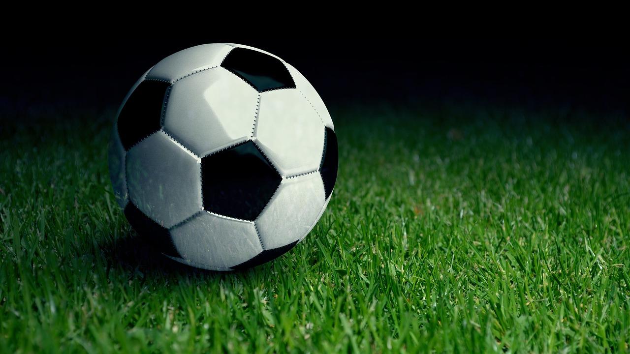 Картинки футбольный мяч на поле, месяцами