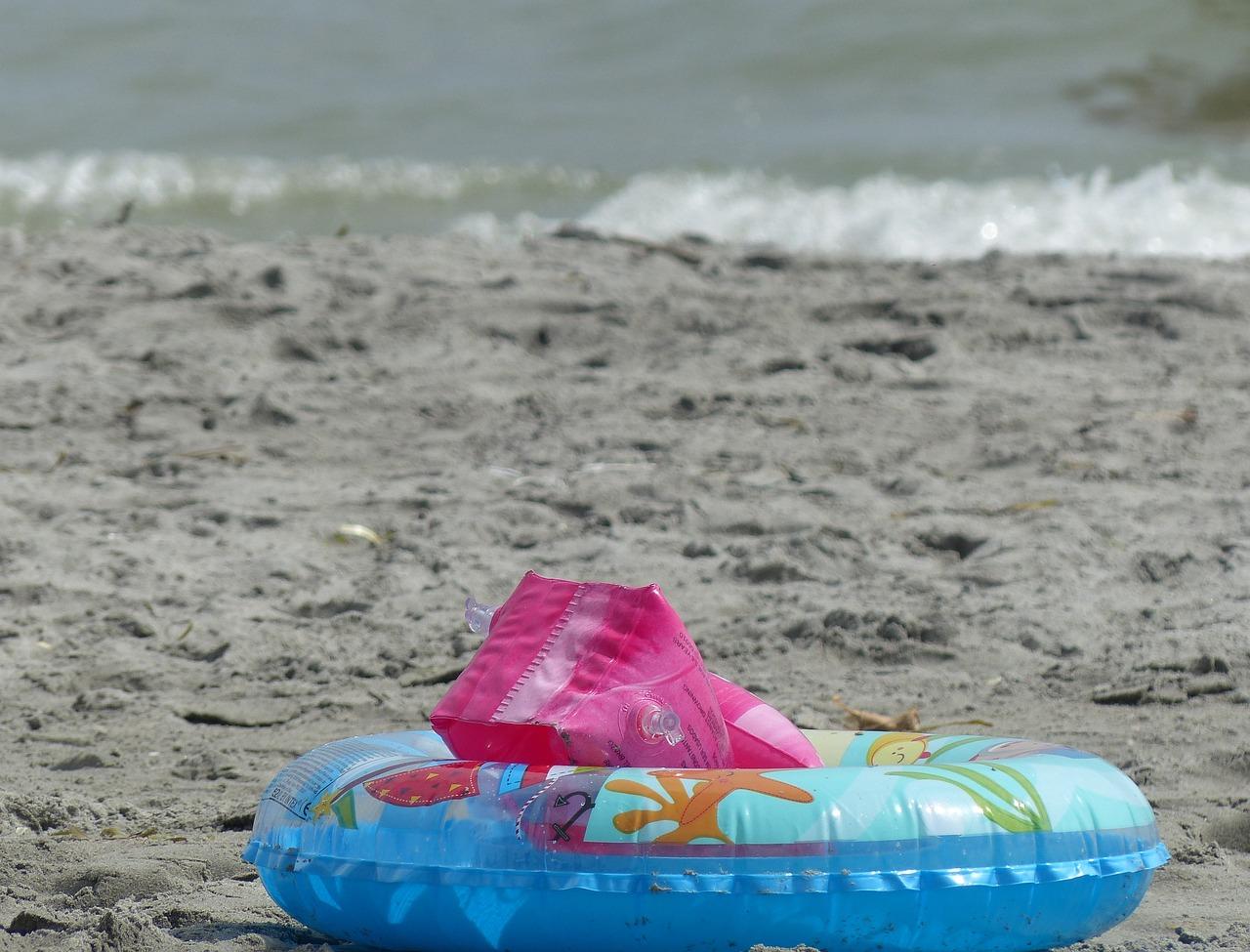 Фото буйков на пляже