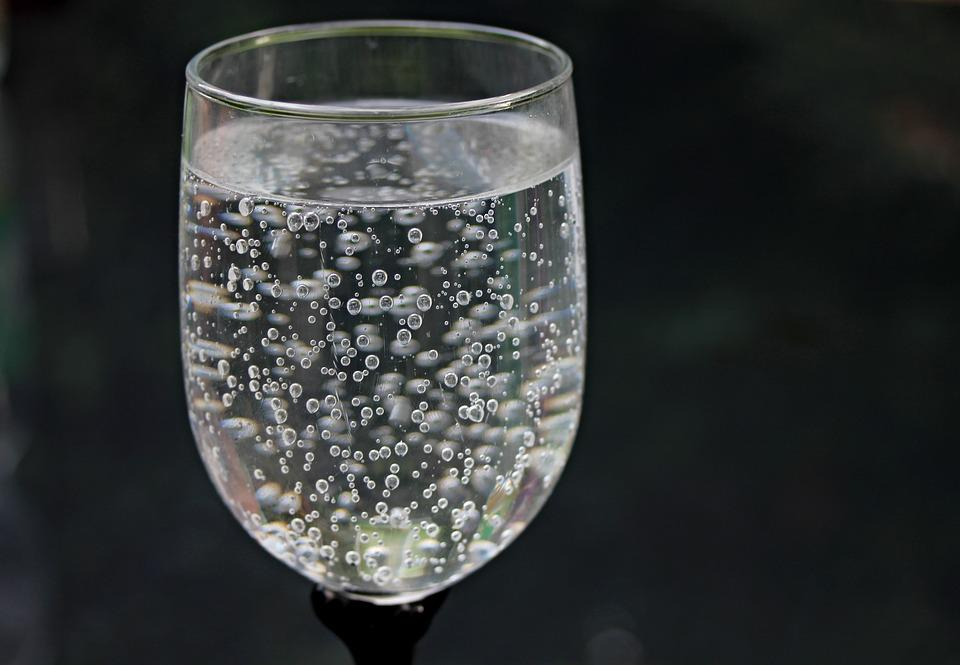 wasserglas wasser mineralwasser · kostenloses foto auf pixabay
