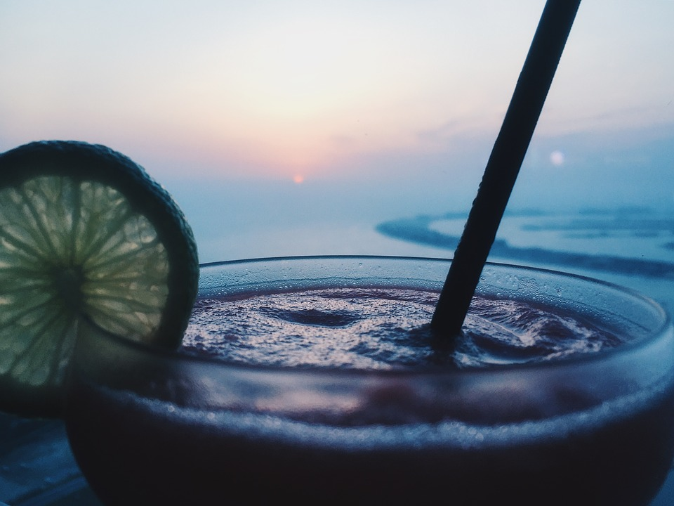 アルコール, バー, ビーチ, ビーチ パーティー, ビーチの夕日, カフェ, カクテル, カクテル グラス