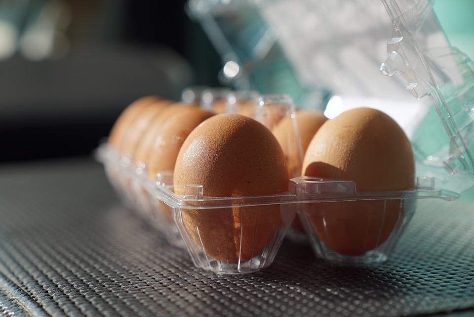 卵、トレイの中の卵、スーパーマーケット、壊れやすい