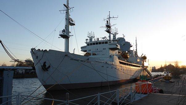 Калининград, река, корабль, пирс, лодка