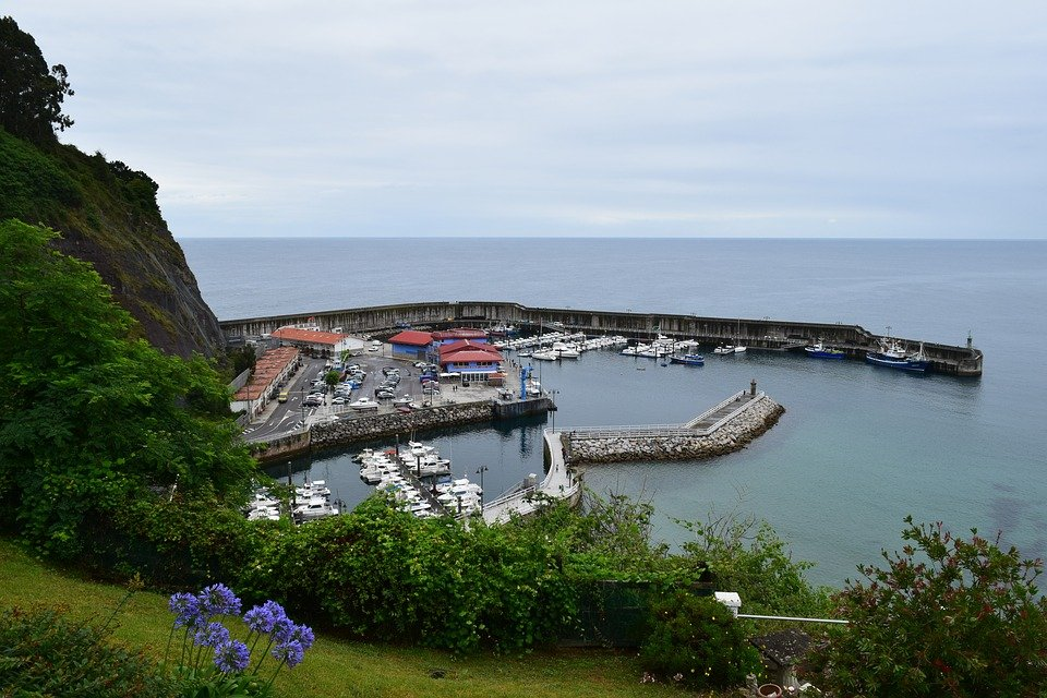 Puerto pesquero de Lastres y su lonja