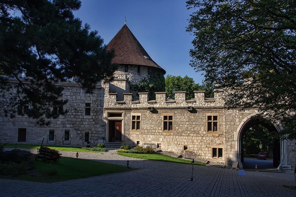 Szomolányi, Szlovákia, Zár, Történelem, Torony