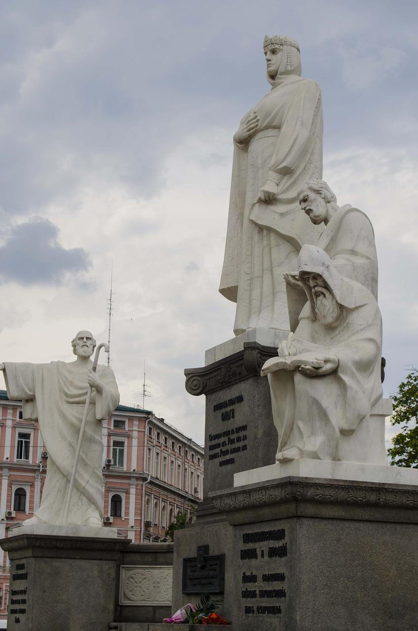 Фото памятников и скульптур киева