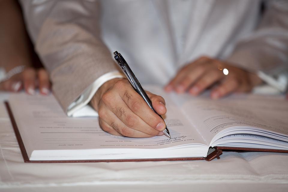 как сделать взаимозачет между договорами одного контрагента